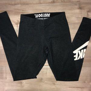 EUC womens Nike leggings XS